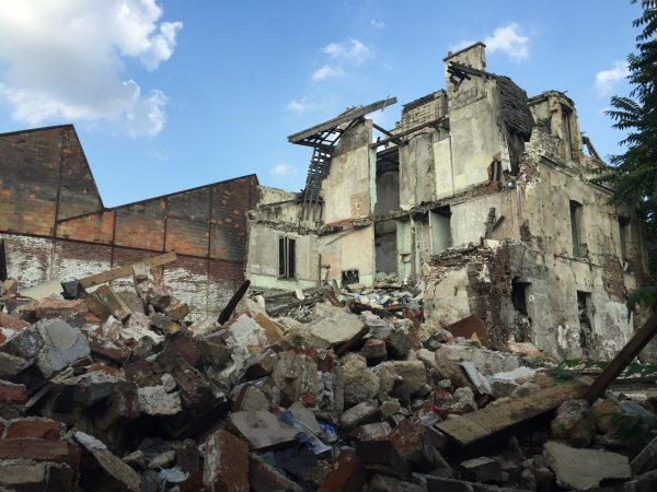 L'ancienne boîte de nuit 287, devenue campement rom puis évacuée et murée