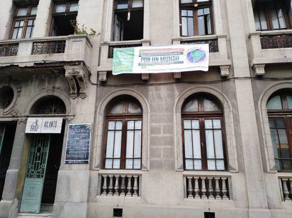 Ailanto Santiago du Chili squat maison d'artistes mois de la non violence